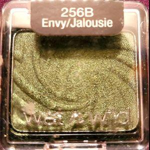 💚 Wet n wild Eyeshadow in the color Envy 💚